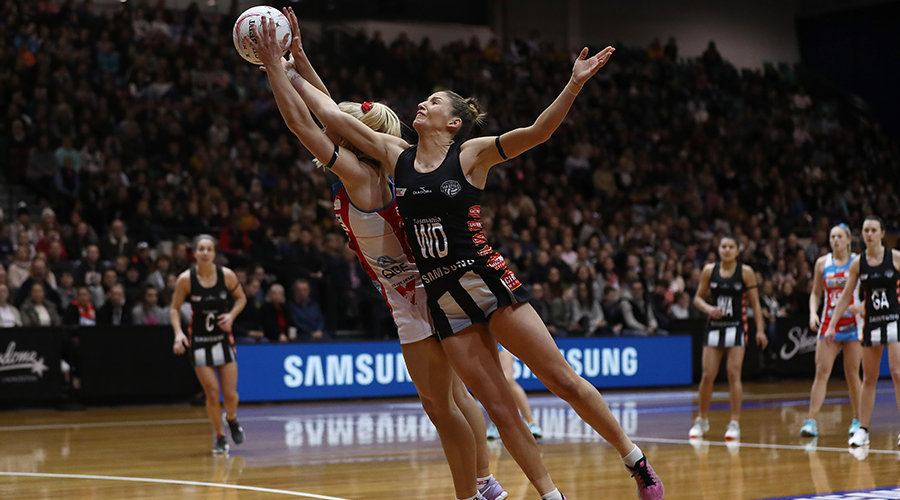 Collingwood Magpies Kim Ravaillion fights with NSW Swifts player over ball