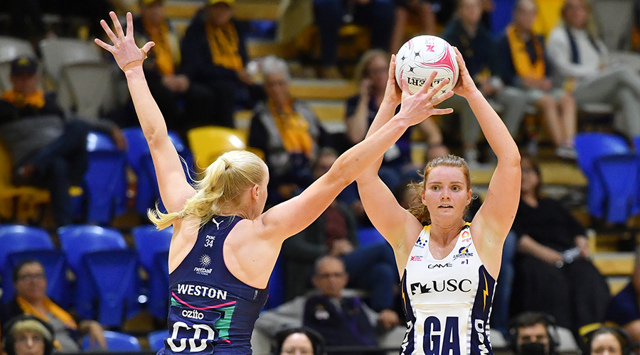 Stephanie Wood (right) of the Lightning takes on Jo Weston (left) of the Vixens during the Round 3 Super Netball match between the Melbourne Vixens and Sunshine Coast Lightning at USC Stadium, Sunshine Coast, Wednesday, August 12, 2020.